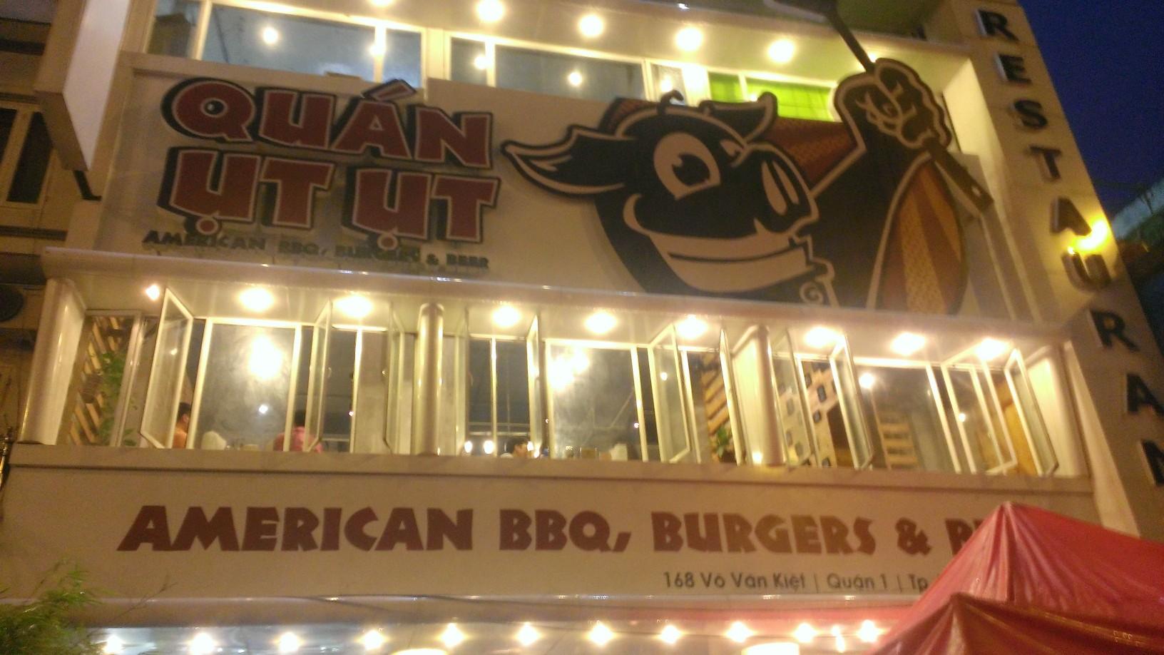 Quan Ut Ut American BBQ & Beer in Saigon 10