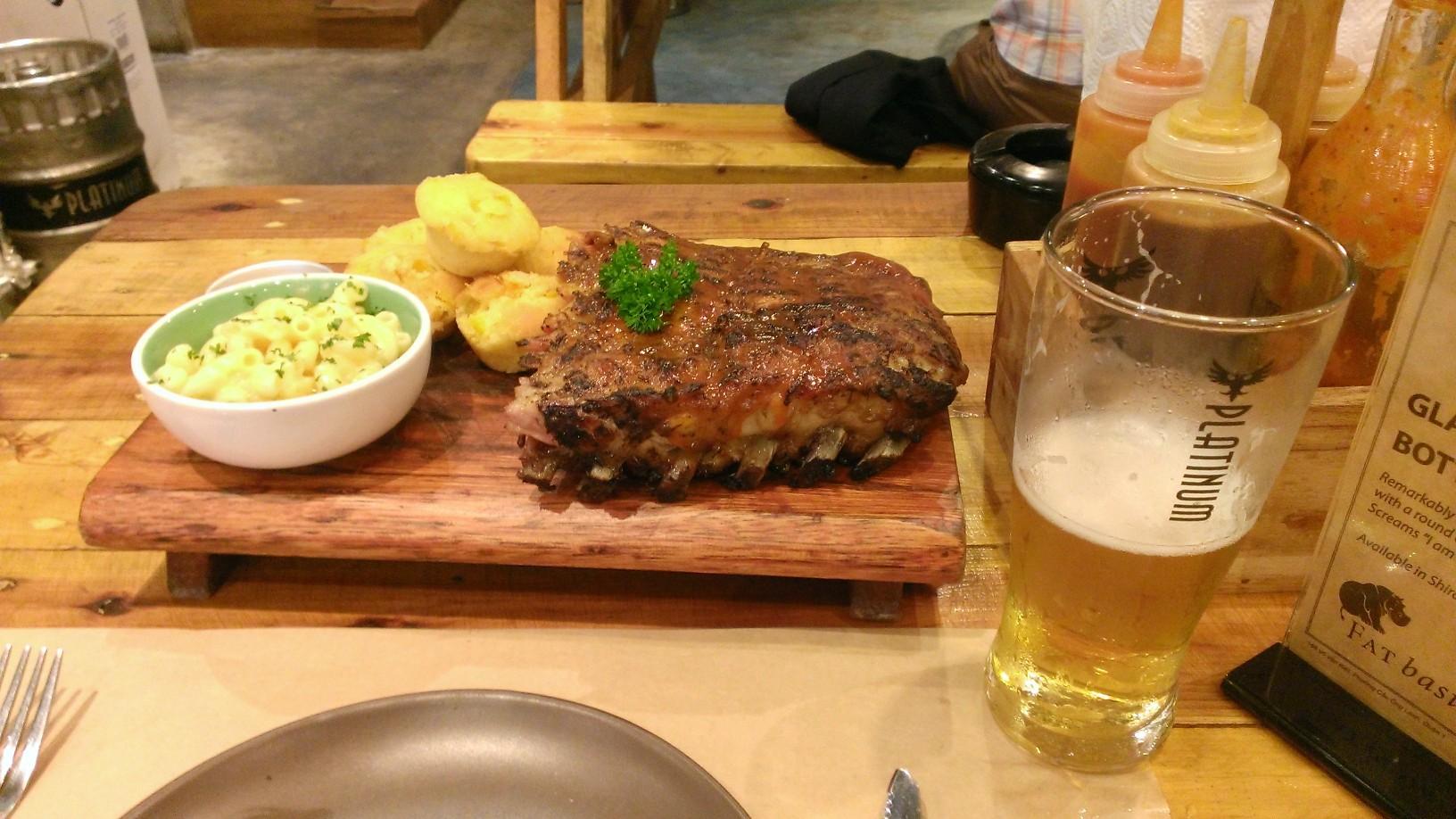 Quan Ut Ut American BBQ & Beer in Saigon 3