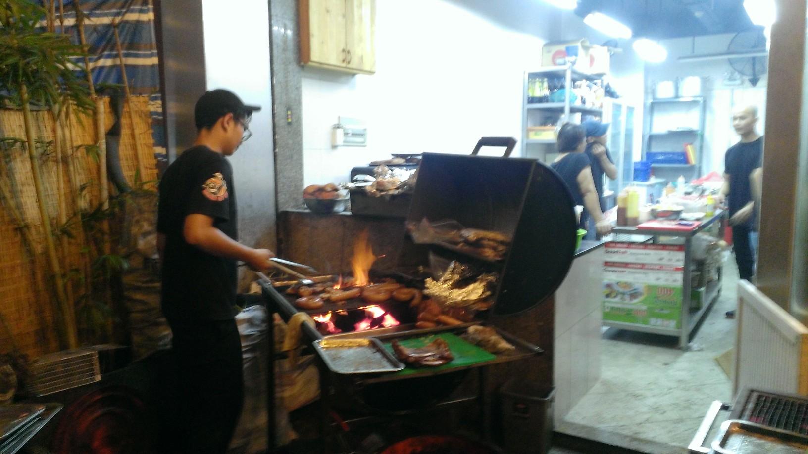 Quan Ut Ut American BBQ & Beer in Saigon 5
