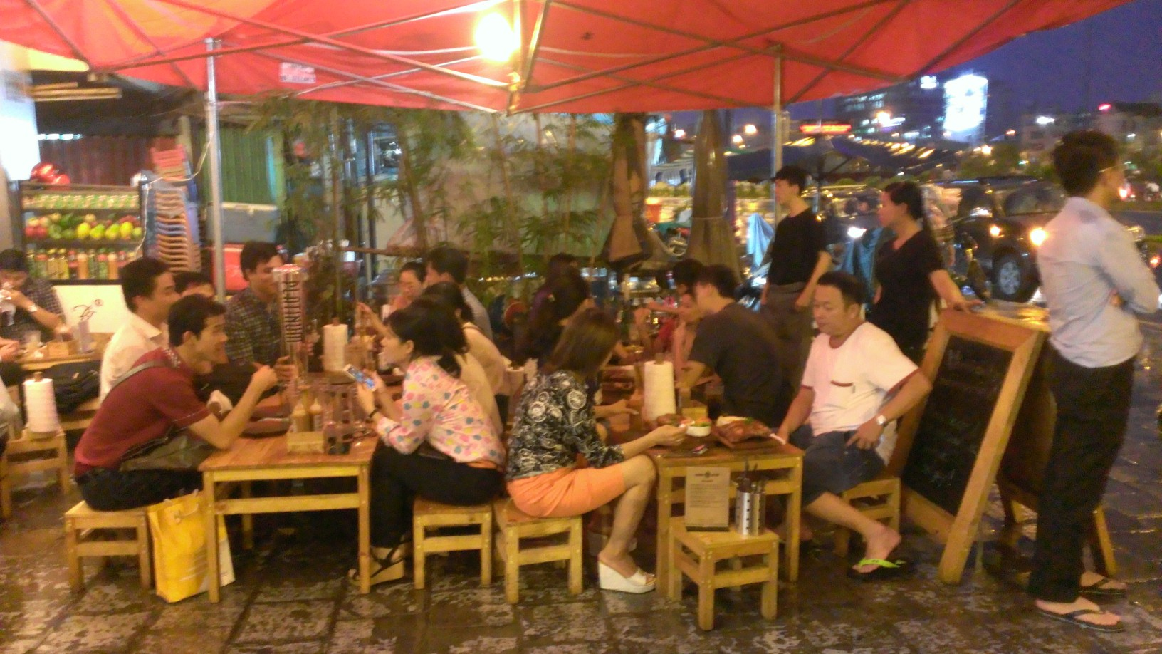 Quan Ut Ut American BBQ & Beer in Saigon 6