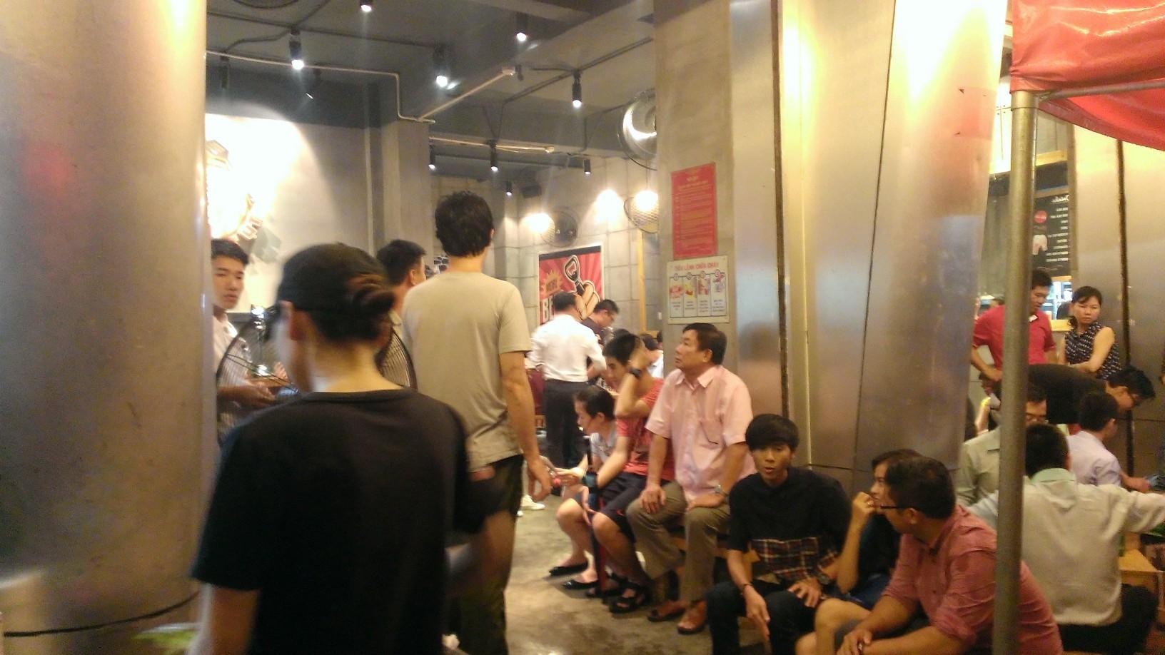 Quan Ut Ut American BBQ & Beer in Saigon 7