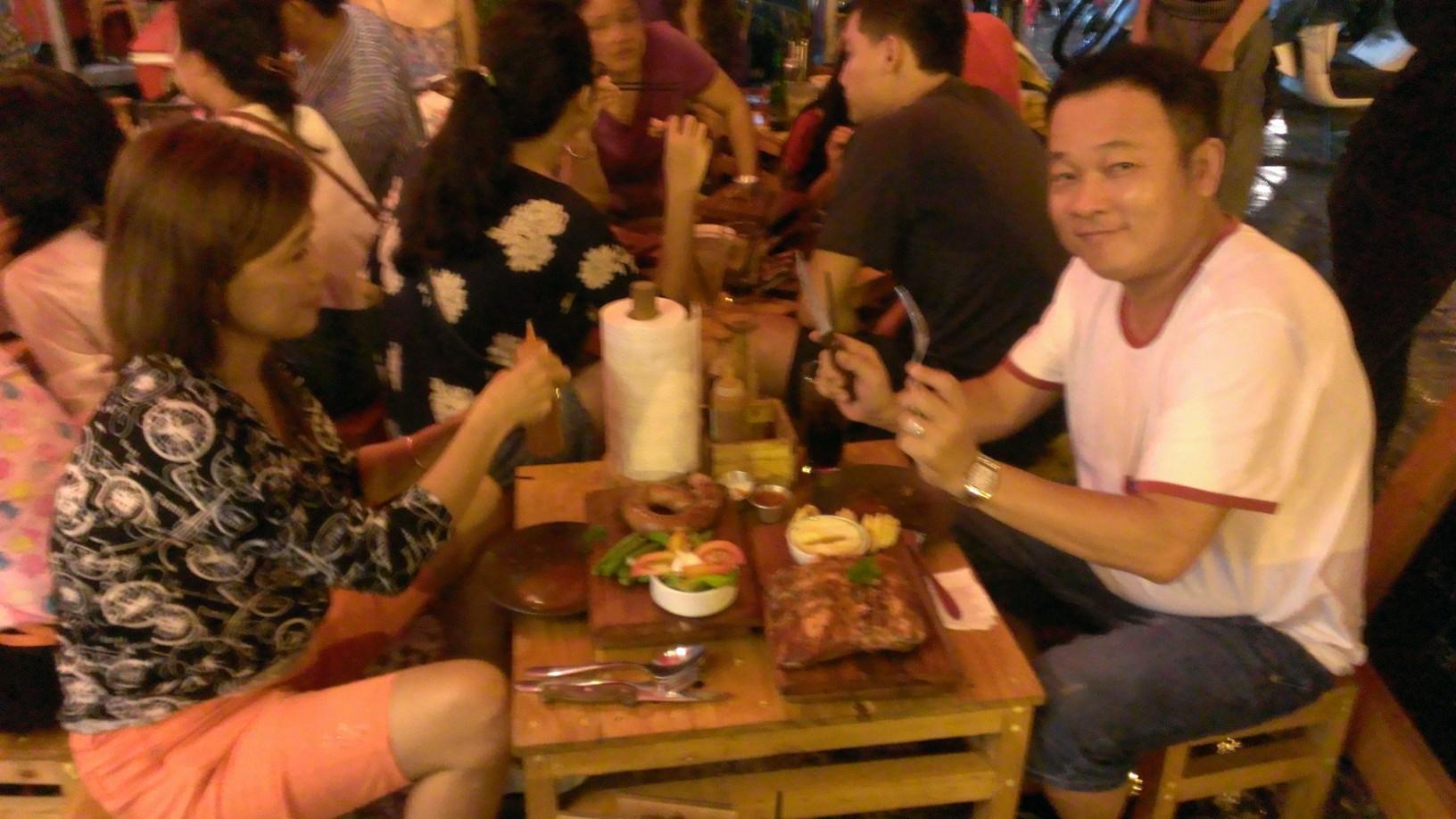 Quan Ut Ut American BBQ & Beer in Saigon 8